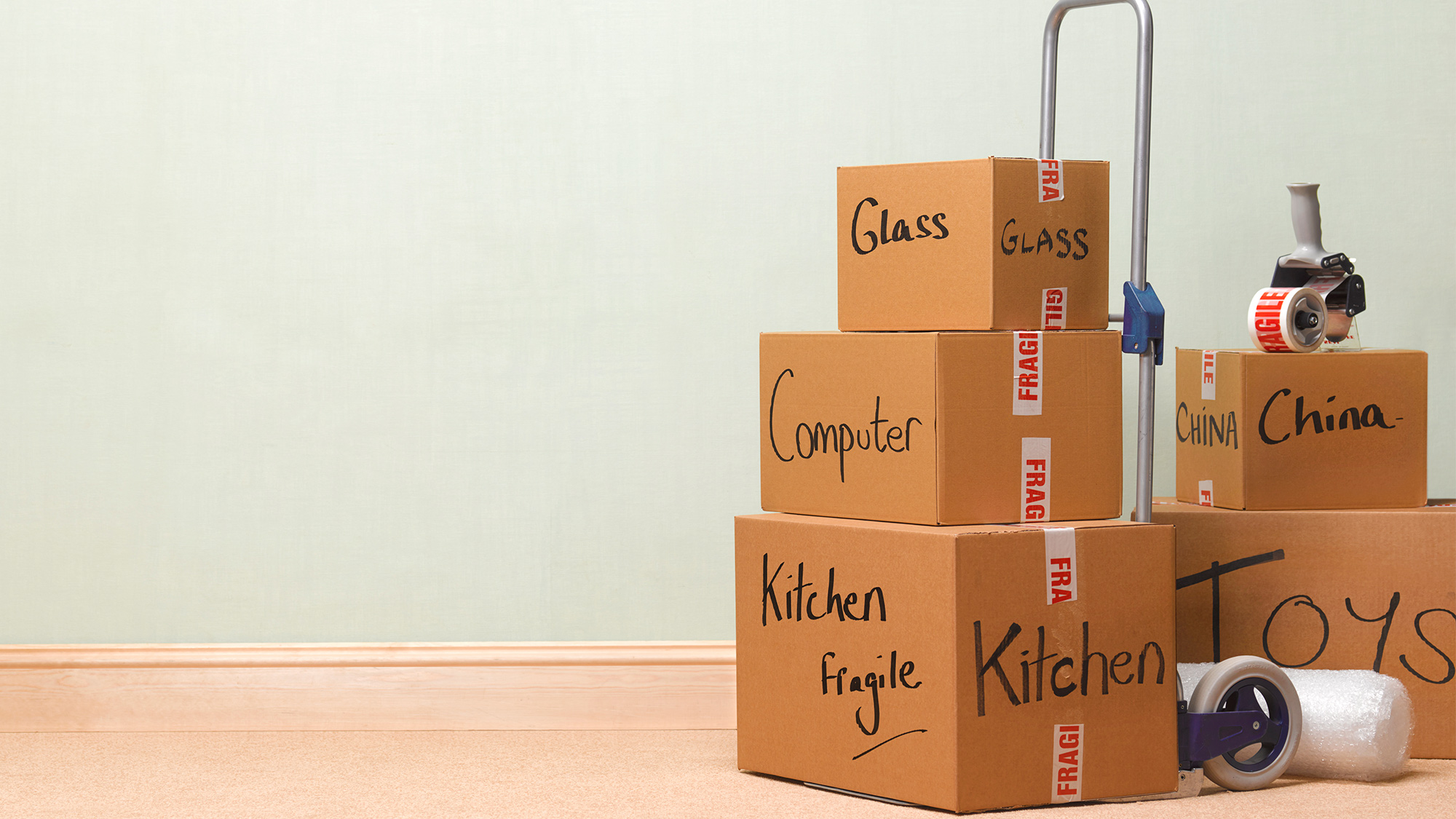 What to Check to Move Your Office or Home With The Assistance Best Movers and Packers?